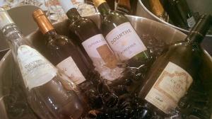 o colectie de vinuri albe