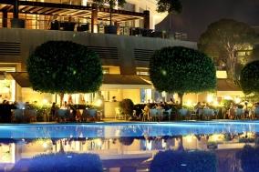 restaurant luminat noaptea