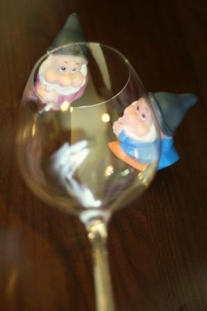 pitici si pahar de vin