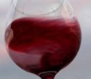 pahar cu vin rotit