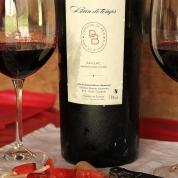 vin rosu si mancare de la tara