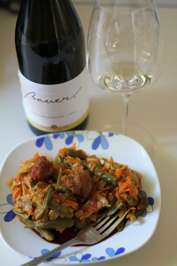 meatballs, green bean stew and white wine