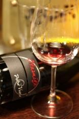 sticla culcata de vin