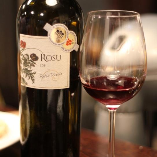 sticla de vin si pahar