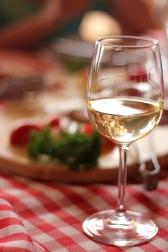 vin alb aperitiv
