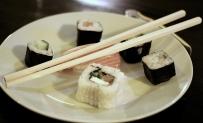 platou de sushi si betisoare