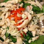 salata cu branza de capra si pastrav