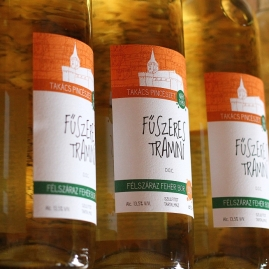 Takacs etichete vinuri