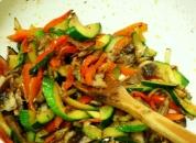 carne si legume in wok