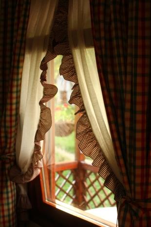 fereastra cu perdele