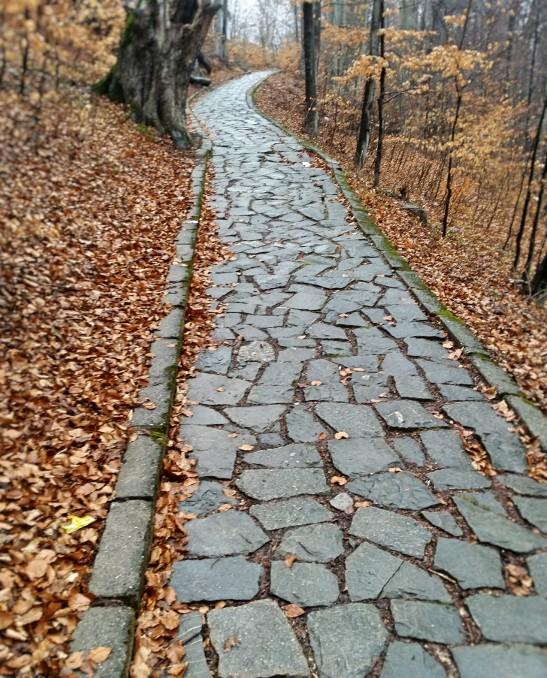 alergare pe drum de piatra