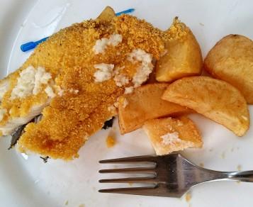 pastrav in crusta si cartofi aurii