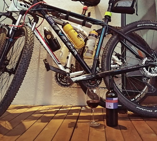un Negru pe bicicleta
