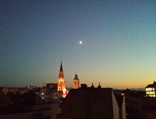 seara pe terasa deasupra Clujului